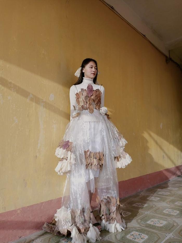 Bộ trang phục từ túi bóng, giấy và lá cây đến từ các bạn học sinh tỉnh Hải Dương