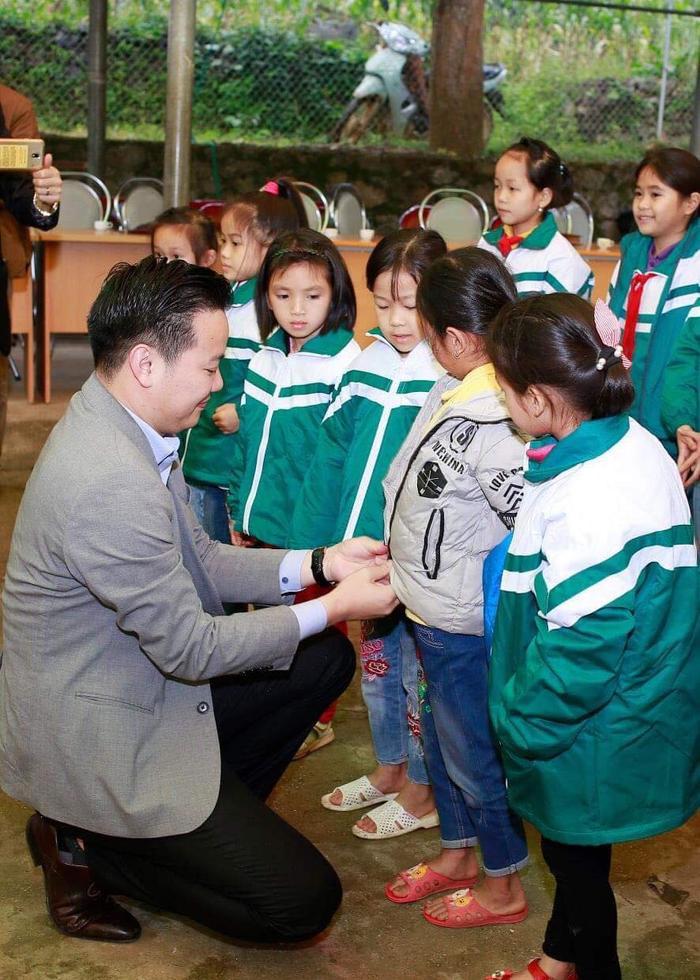 Doanh nhân Nguyễn Tất Tùng  nhà tài trợ đứng sau loạt liveshow Bolero hoành tráng tại Việt Nam ảnh 1