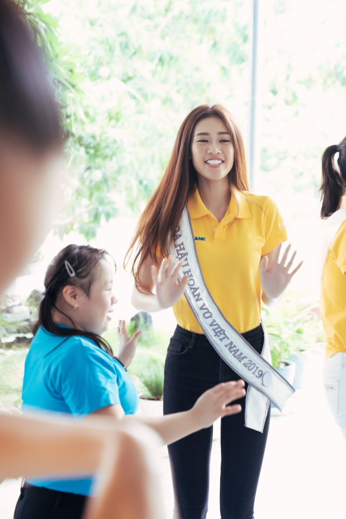 Khánh Vân cất vương miện cùng Kim Duyên  Thúy Vân hoạt động từ thiện đầu tiên sau đăng quang ảnh 4
