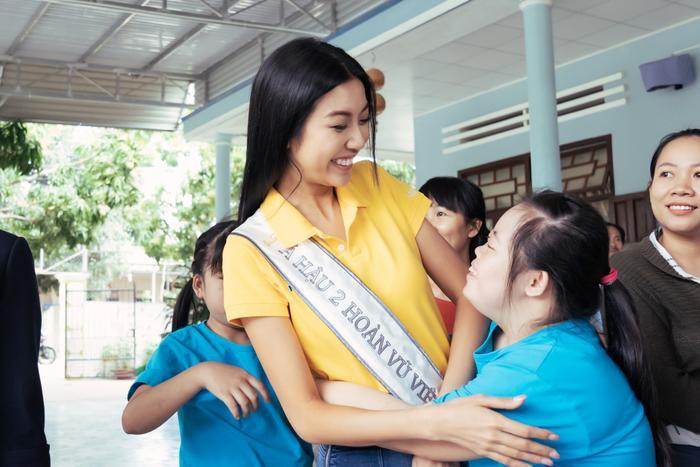 Khánh Vân cất vương miện cùng Kim Duyên  Thúy Vân hoạt động từ thiện đầu tiên sau đăng quang ảnh 10