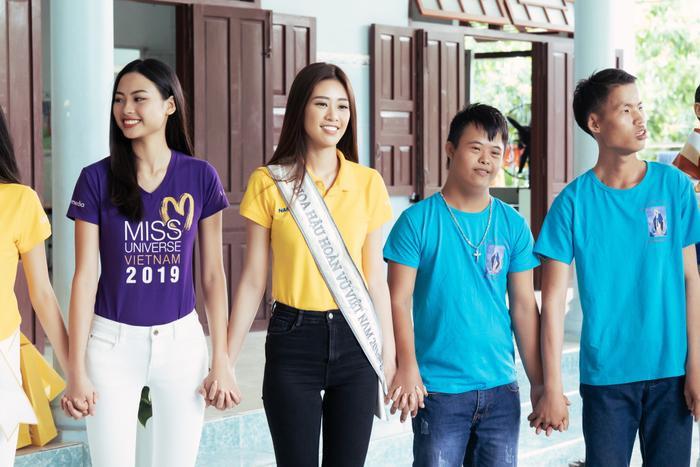 Khánh Vân cất vương miện cùng Kim Duyên  Thúy Vân hoạt động từ thiện đầu tiên sau đăng quang ảnh 1