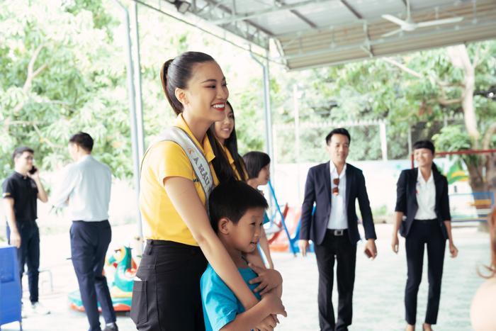 Khánh Vân cất vương miện cùng Kim Duyên  Thúy Vân hoạt động từ thiện đầu tiên sau đăng quang ảnh 9