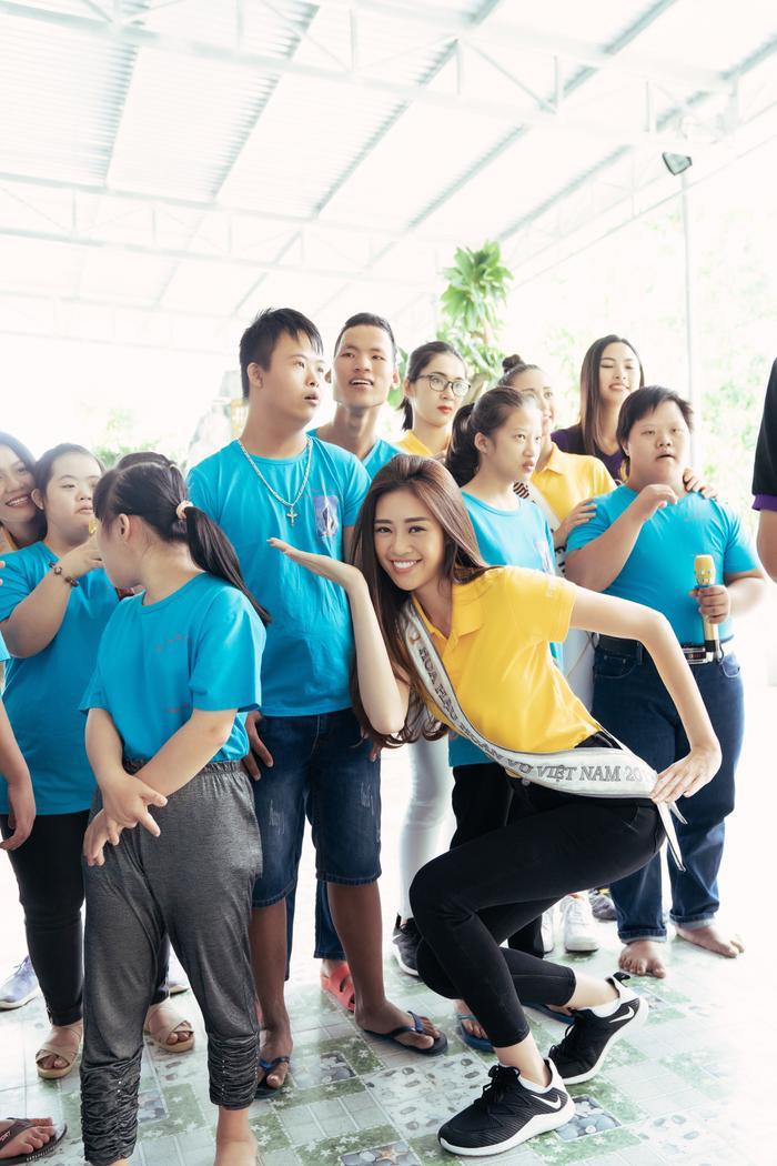 Khánh Vân cất vương miện cùng Kim Duyên  Thúy Vân hoạt động từ thiện đầu tiên sau đăng quang ảnh 6