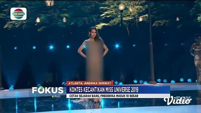 Hình ảnh Hoa hậu Indonesia –Frederika Alexis Cull bị che hết cả phần người trong phần thi trang phục dạ hội trên sóng truyền hình quốc gia Indosiar.