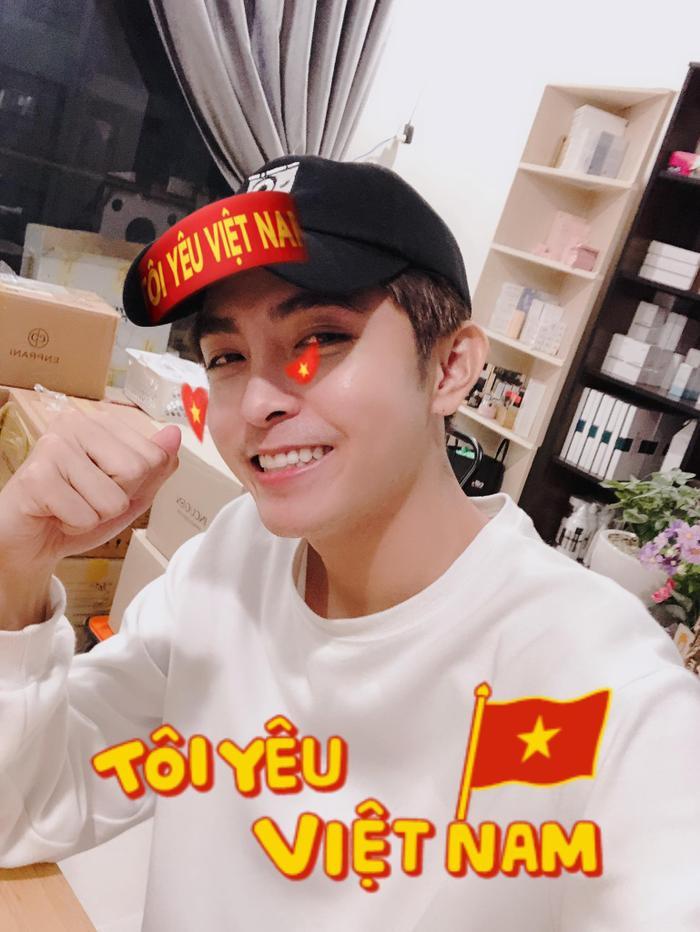 Thầy trò Noo Phước Thịnh  Ngọc Ánh ủng hộ U22 Việt Nam, Diệu Nhi  Kaity Nguyễn hòa cùng sắc đỏ chung kết SEA Games 30 ảnh 14