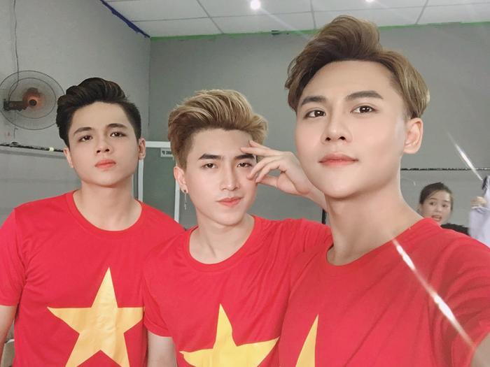 Thầy trò Noo Phước Thịnh  Ngọc Ánh ủng hộ U22 Việt Nam, Diệu Nhi  Kaity Nguyễn hòa cùng sắc đỏ chung kết SEA Games 30 ảnh 13