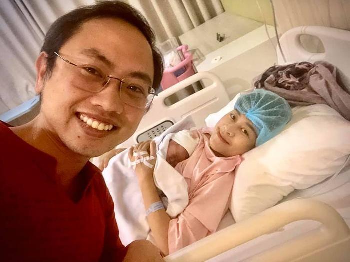 MC Phí Linh sinh con đầu lòng đúng ngày đội tuyển bóng đá Việt Nam lần đầu giành HCV SEA Games
