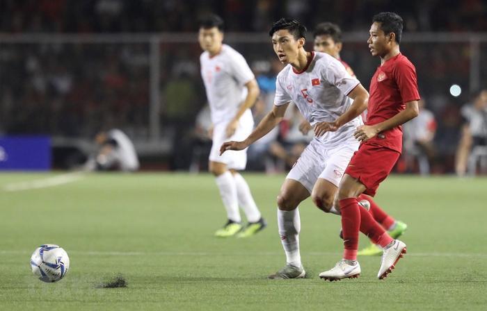 Văn Hậu trong trận chung kết tranh HCV SEA Games 30 với đối thủ U22 Indonesia. (Ảnh: Hoàng Linh/TTXVN)