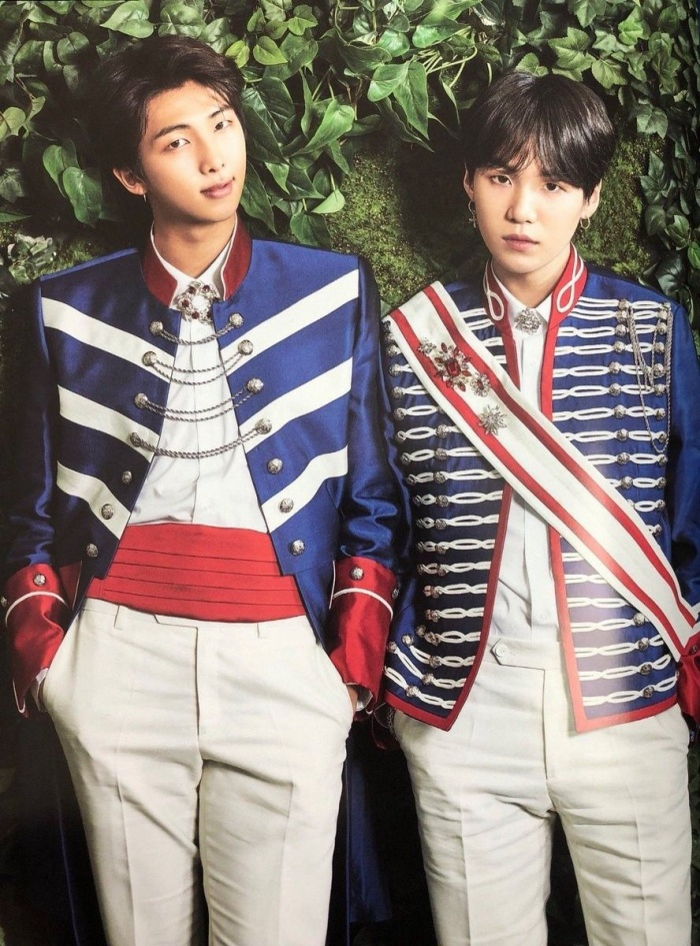Hai anh chàng RM và Suga.