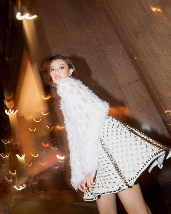 Kết hợp hiệu ứng chụp ảnh, những shoot hình của Tú Hảo thật sự đem lại cảm giác thời trang, cá tính cho người xem.