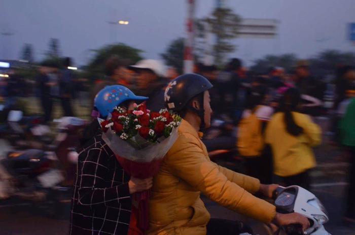 Mẹ của nữ tuyển thủ khá buồn vì chưa kịp trao cho con gái bó hoa chuẩn bị từ nhà.