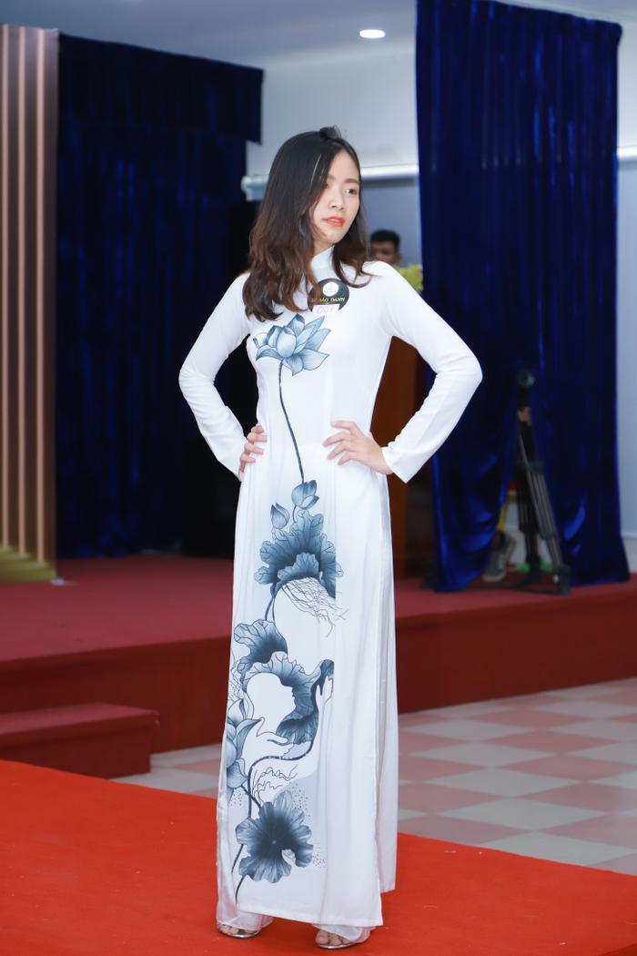 Thí sinh Nguyễn Thúy Huỳnh mang SBD 007, sở hữu chiều cao 1m57.