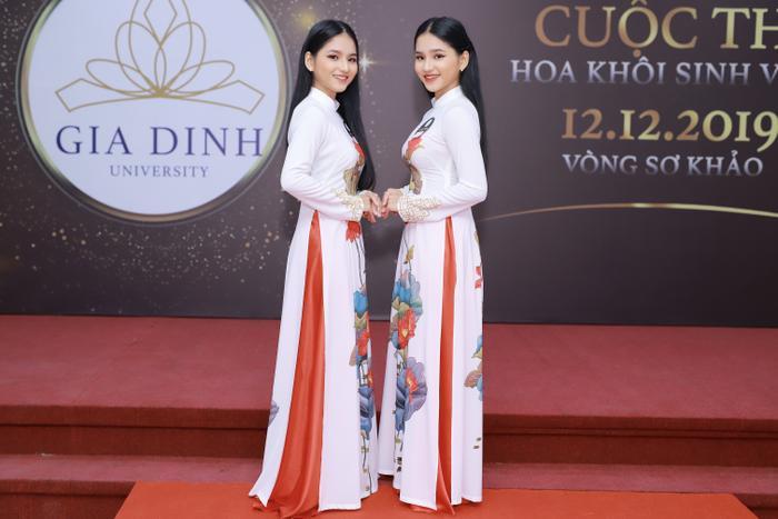 Em gái Trương Yến Linh (trái) cùng người chị song sinh Trương Khánh Linh.