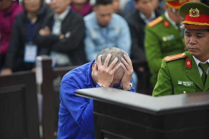 Nguyễn Văn Đông bật khóc khi nghe VKS đọc cáo trạng