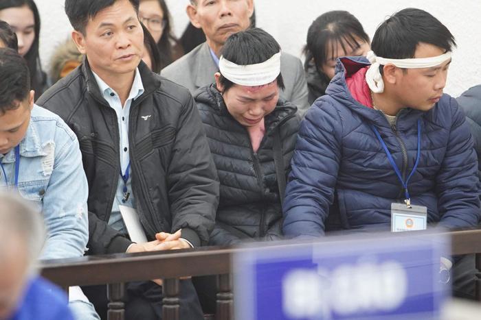 Chị Nhung đầy thương tích, bật khóc khi nghe về vụ thảm sát