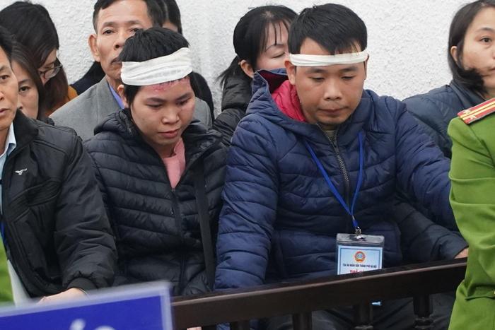 Chị Nhung cùng anh Hiệp phải chịu cảnh mất 4 người thân trong gia đình.