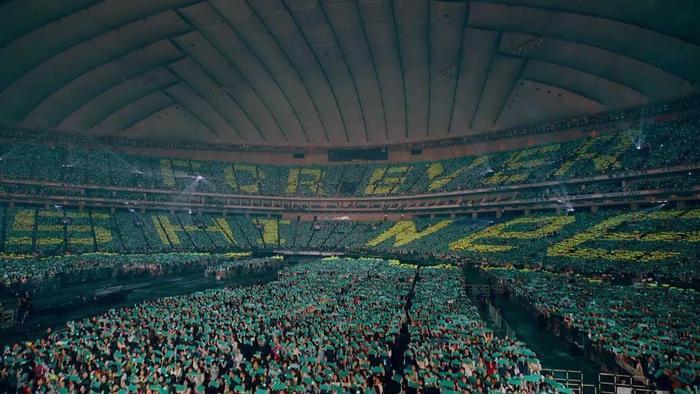 """Project mà fandom Nhật Bản gửi đến các chàng trai SHINee trong concert ở """"thánh đường"""" này."""