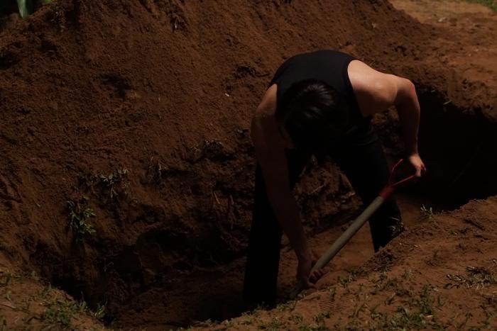 Thanh Hằng giết người, Chi Pu nhảy lầu tự tử, Lãnh Thanh bị chôn sống và xác cháy đen: Cái kết của Chị chị em em sẽ kinh khủng cỡ nào? ảnh 10
