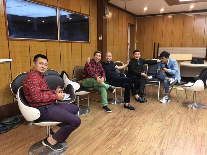 Quang Thắng  Tự Long  Vân Dung tụ họp tập luyện: Fan chờ đợi Táo Quân phiên bản mới ảnh 2