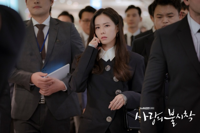 3 lý do nên xem Crash Landing On You của Hyun Bin  Son Ye Jin ngay và luôn ảnh 3