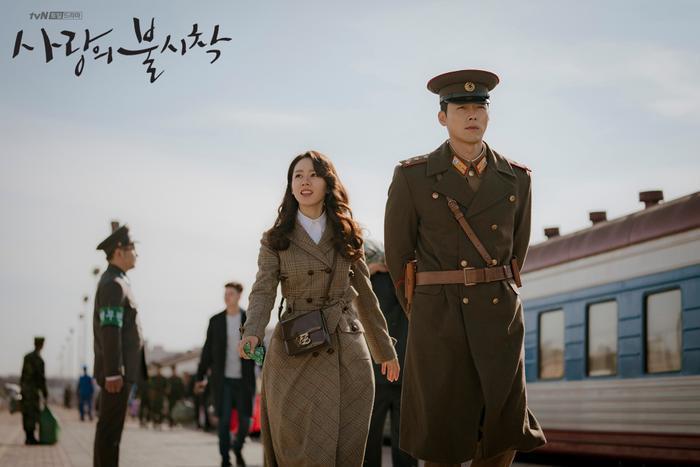 3 lý do nên xem Crash Landing On You của Hyun Bin  Son Ye Jin ngay và luôn ảnh 1
