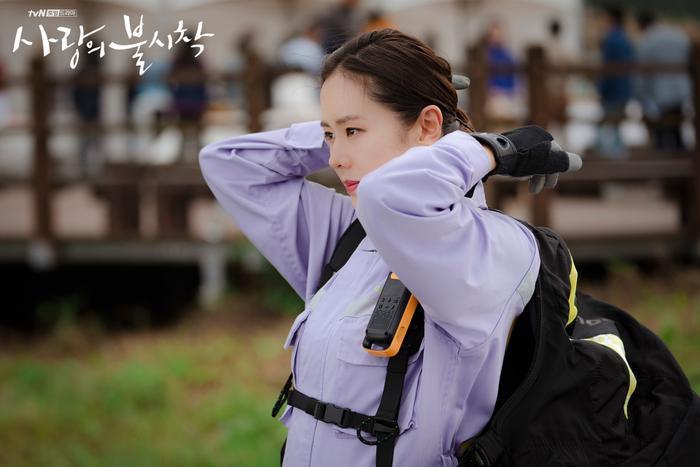 3 lý do nên xem Crash Landing On You của Hyun Bin  Son Ye Jin ngay và luôn ảnh 11
