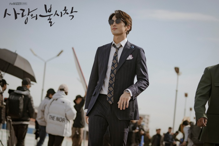 3 lý do nên xem Crash Landing On You của Hyun Bin  Son Ye Jin ngay và luôn ảnh 8