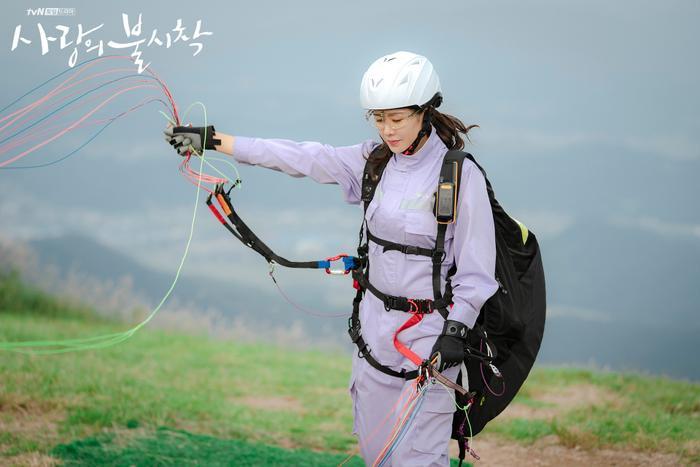 3 lý do nên xem Crash Landing On You của Hyun Bin  Son Ye Jin ngay và luôn ảnh 13