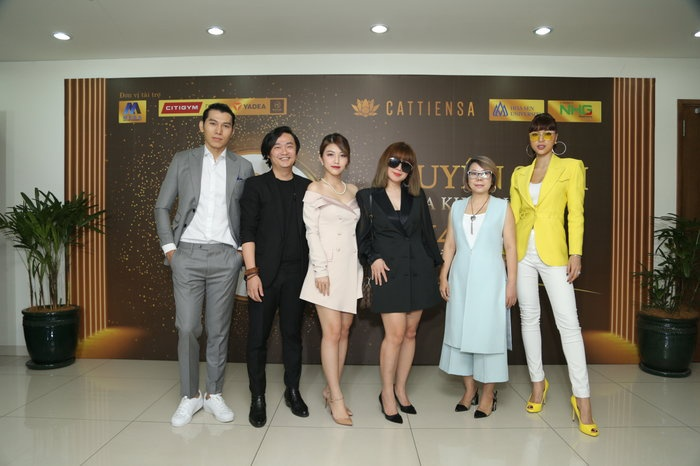 Giám khảo Lưu Thiên Hương xuất hiện cùng trang phục tone đen đầy sang trọng