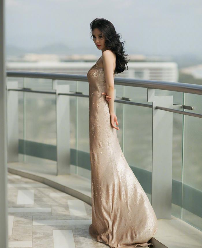 Dương Mịch tham dự sự kiện quảng bá của một thương hiệu mỹ phẩm làm đẹp ở Tam Á.