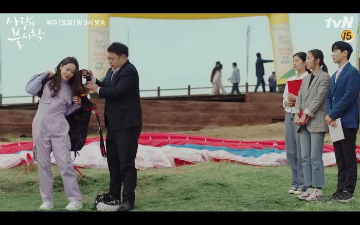 Hạ cánh nơi anh tập 1: Son Ye Jin bất ngờ tỏ tình với Hyun Bin khi đang khổ sở chạy trốn khỏi sự truy sát ảnh 6