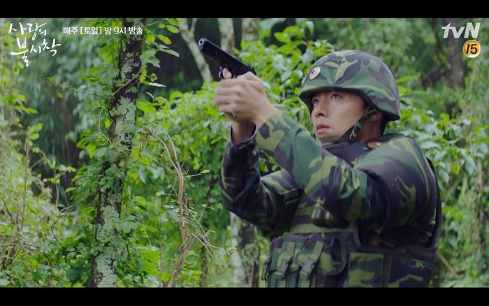 Hạ cánh nơi anh tập 1: Son Ye Jin bất ngờ tỏ tình với Hyun Bin khi đang khổ sở chạy trốn khỏi sự truy sát ảnh 15