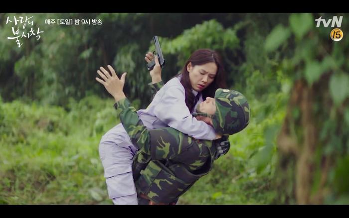 Hạ cánh nơi anh tập 1: Son Ye Jin bất ngờ tỏ tình với Hyun Bin khi đang khổ sở chạy trốn khỏi sự truy sát ảnh 16