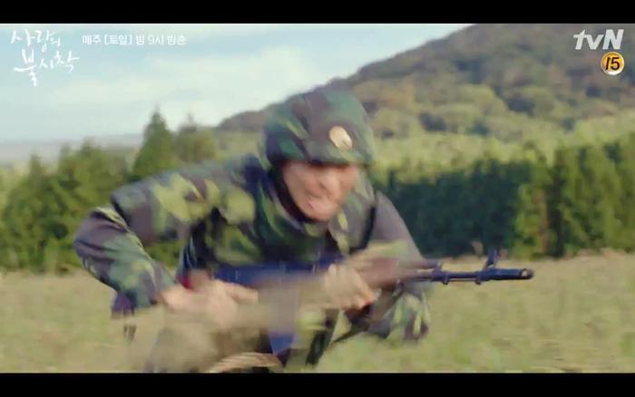 Hạ cánh nơi anh tập 1: Son Ye Jin bất ngờ tỏ tình với Hyun Bin khi đang khổ sở chạy trốn khỏi sự truy sát ảnh 24
