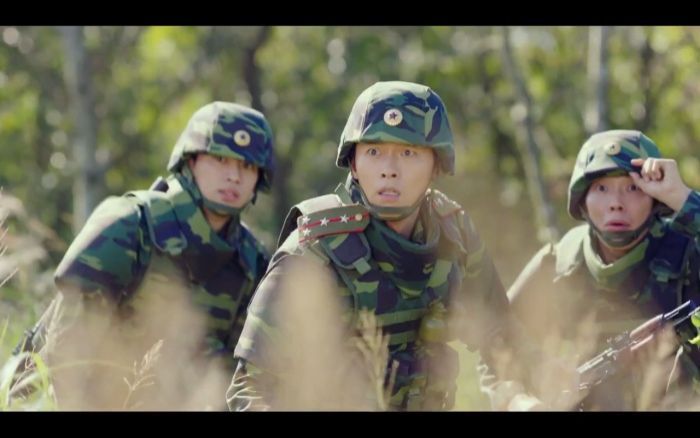 Hạ cánh nơi anh tập 1: Son Ye Jin bất ngờ tỏ tình với Hyun Bin khi đang khổ sở chạy trốn khỏi sự truy sát ảnh 25