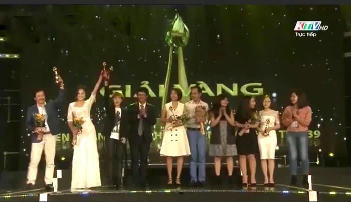 Phim 'Về nhà đi con' giành giải thưởng đặc biệt, chưa từng có trong lịch sử Liên hoan truyền hình toàn quốc