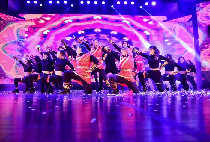 """Cuộc thi """"Kpop Dance For Youth"""" thu hút đông đảo các bạn trẻ tham gia"""