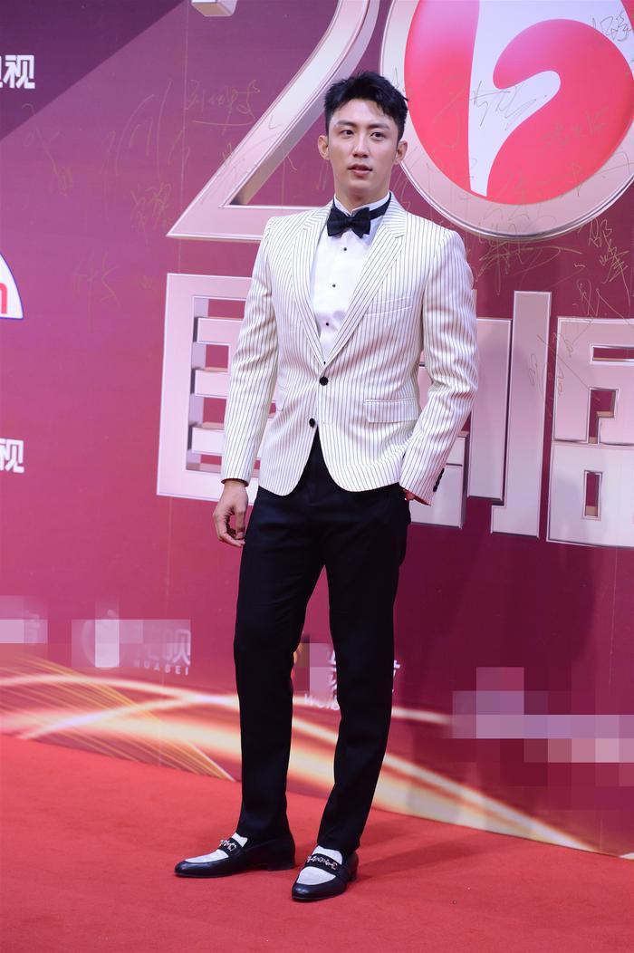 Hoàng Cảnh Du đã diễn rất đạt nhân vật tràn đầy nhiệt huyết và dùng chính diễn xuất, chính thực lực của mình để diễn giải nhân vật