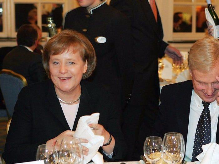 Ông Sauer, một giáo sư hóa học, vẫn thường trò chuyện cùng vợ về các vấn đề chính trị như bất cứ công dân bình thường nào khác.