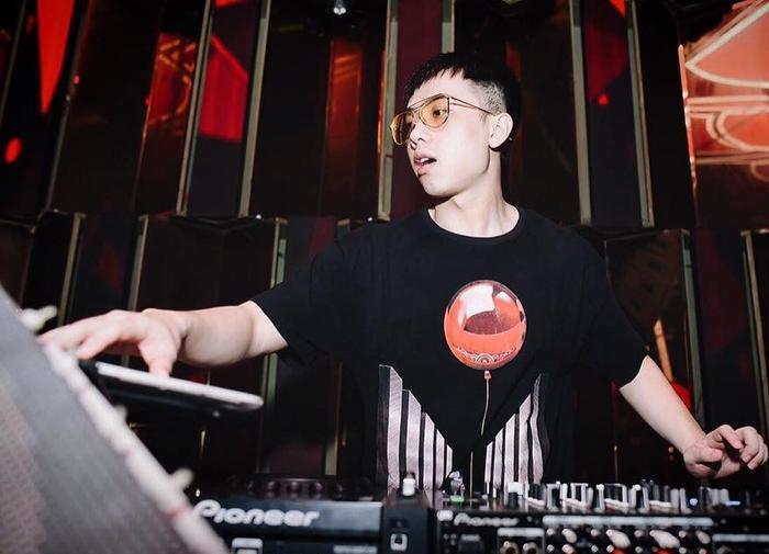 Bén duyên với nghề DJ khi còn đang là sinh viên, Đại Vinh quyết tâm vượt qua những hoài nghi của gia đình, tự mình trang trải cuộc sống để từng bước tiến đến gần hơn với bàn mixer.