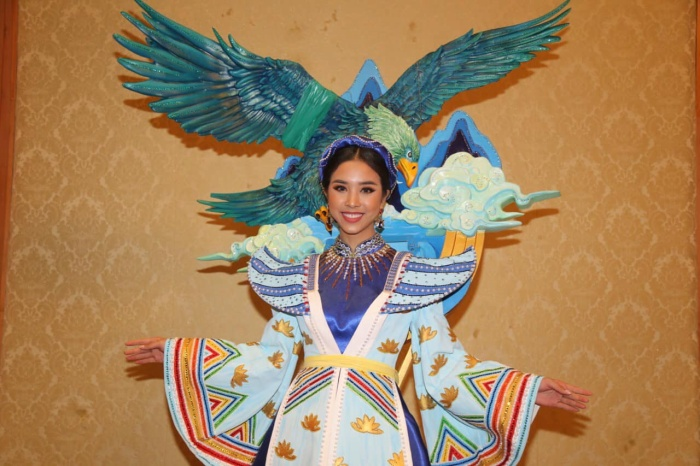 Thúy An trình diễn Điểu tinh đoạt công chúa: Đẹp  Độc đáo  Quyết giật giải Best National Costume! ảnh 0