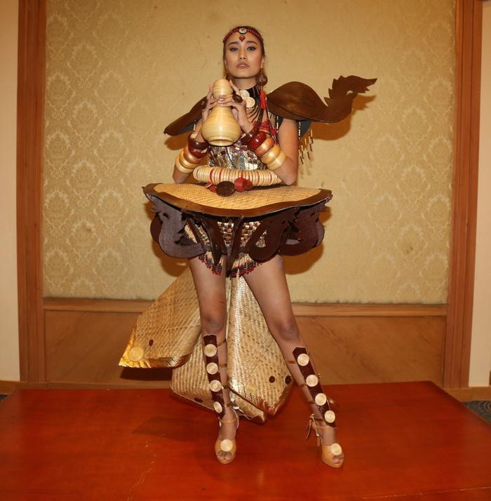 Thúy An trình diễn Điểu tinh đoạt công chúa: Đẹp  Độc đáo  Quyết giật giải Best National Costume! ảnh 4