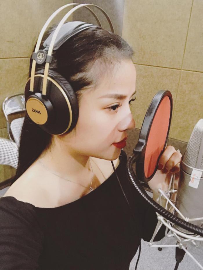 Hiện cô là ca sĩ tự do sống tại Hà Nội.