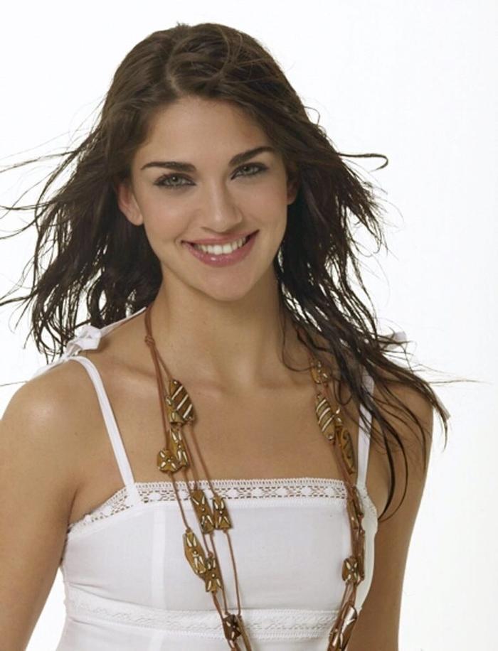 Lorena hoạt động nghệ thuật ở nhiều nước trong đó cô thành danh nhất khi sang Tây Ban Nha.