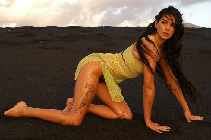 Vợ Arteta chính là nữ diễn viên kiêm MC, người mẫu Lorena Bernal.