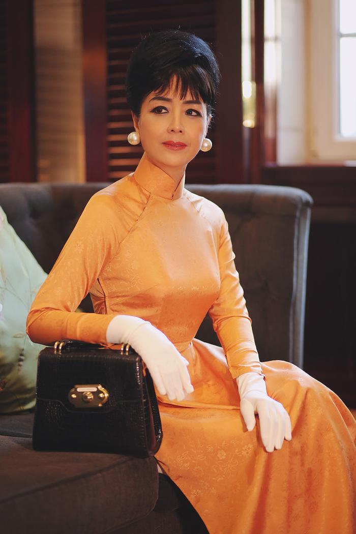 NSƯT Chiều Xuân mặc áo dài cổ thuyền, tái hiện hình ảnh Đệ nhất phu nhân Trần Lệ Xuân ảnh 2