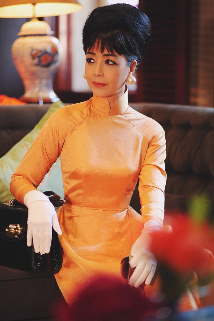 NSƯT Chiều Xuân mặc áo dài cổ thuyền, tái hiện hình ảnh Đệ nhất phu nhân Trần Lệ Xuân ảnh 3
