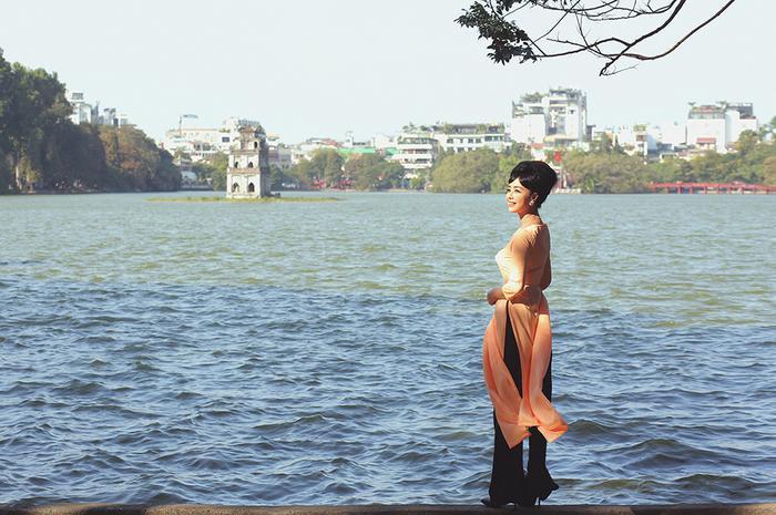 NSƯT Chiều Xuân mặc áo dài cổ thuyền, tái hiện hình ảnh Đệ nhất phu nhân Trần Lệ Xuân ảnh 11