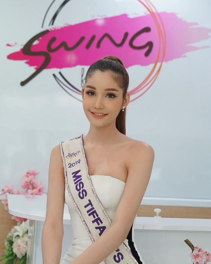 Lộ diện 2 đối thủ đáng gờm của Hoài Sa tại MQI 2020: Hoa hậu Nhật già dặn, đại diện Thái Lan quá xinh đẹp ảnh 4