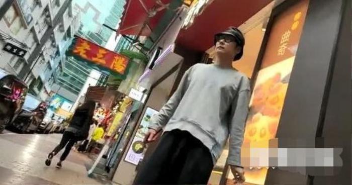 Không còn vướng mắc chuyện xưa, Hồng Hân - Trương Đan Phong hạnh phúc nắm tay nhau dạo phố